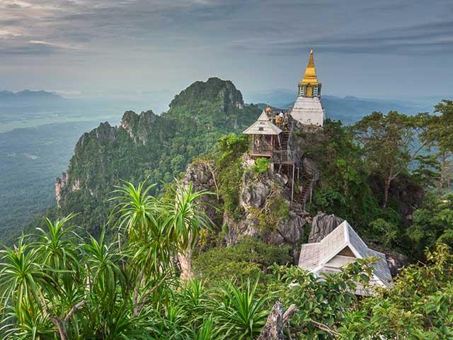 Wat-Rachanusorn-